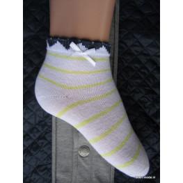 Meisjessokjes met gele streepjes