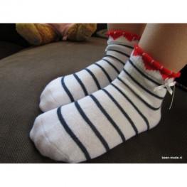 Meisjes sokje wit met blauwe streepjes en strikje